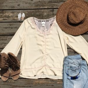 Daytrip}• cream lace boho blouse